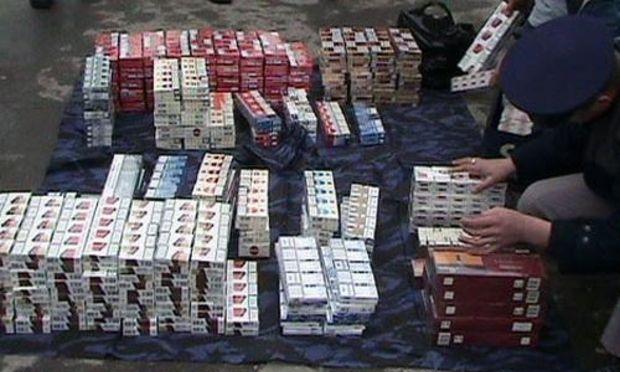 Ţigări de contrabandă de 176.000 lei, descoperite în curtea unui bătrân de 78 ani din Suceava