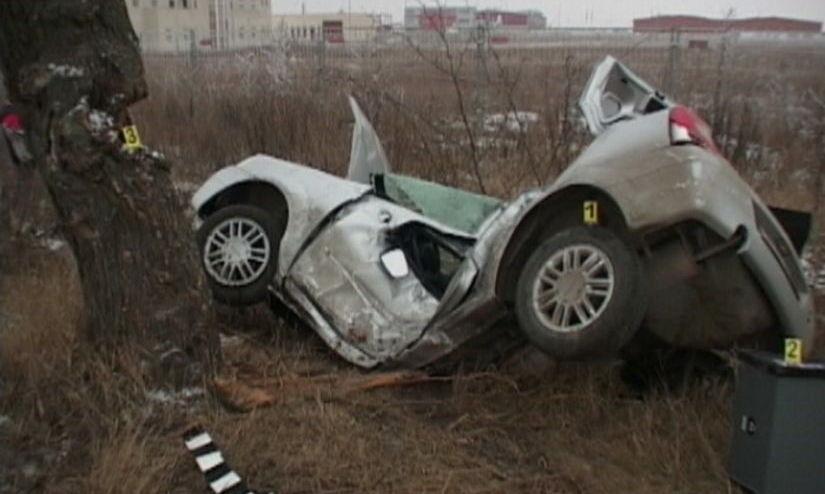 Accident provocat de un şofer băut. Bărbatul a intrat într-un TIR