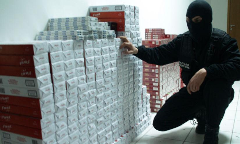 Percheziţii la persoane suspectate de contrabandă cu ţigări. Prejudiciul - un milion euro