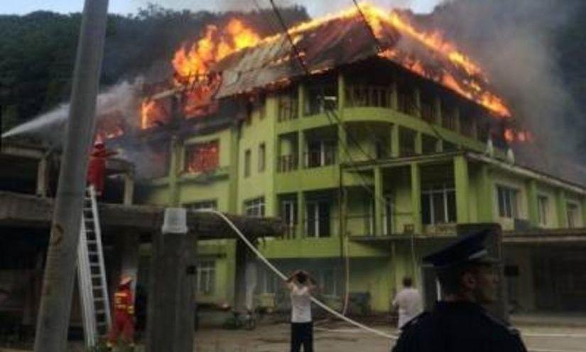 Un incendiu puternic a cuprins vila unui cunoscut om de afaceri din Maramureş