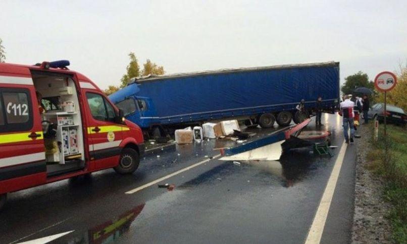 Grav accident de TIR: a lovit șase mașini