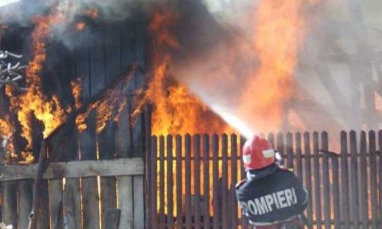 Incendiu în Suceava, un pompier a fost rănit