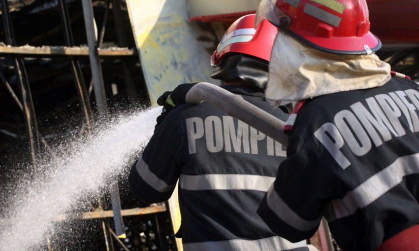 Incendiu într-un bloc de locuinţe din Timişoara. 31 de persoane, evacuate