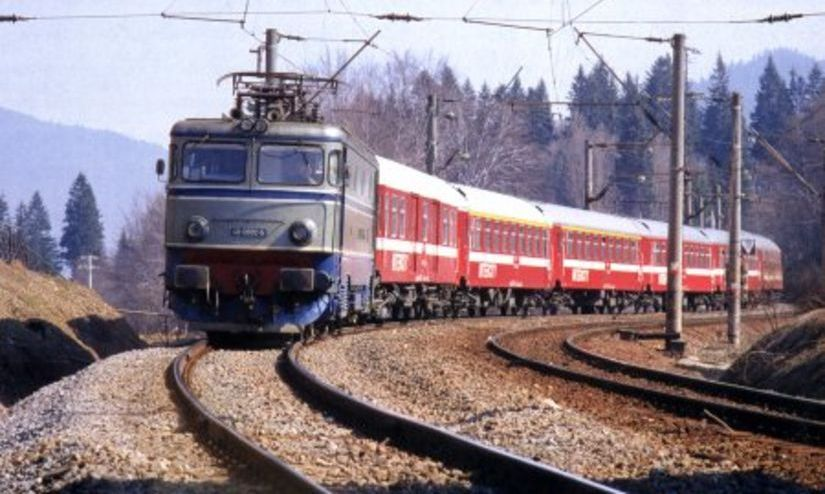 Grav accident în Caraş-Severin. O maşină a fost lovită de tren