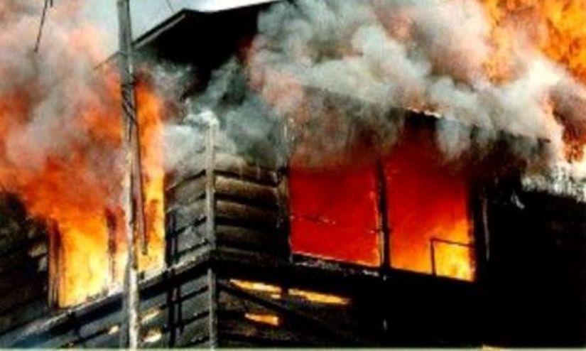 Caraş-Severin. Incendiu puternic la o pensiune din localitatea Sasca Montană