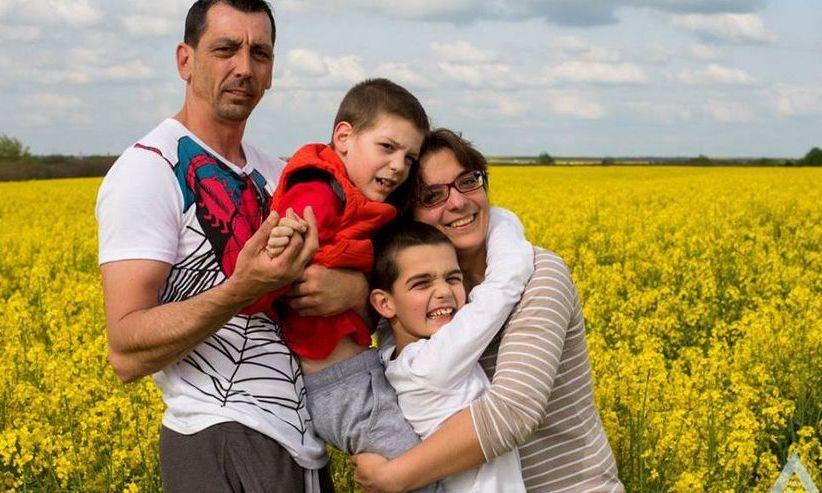 Poveste HALUCINANTĂ: Fiscul a lăsat fără bani de tratament doi copii cu AUTISM