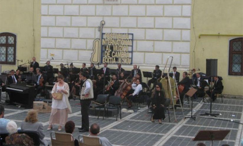 """Intrare GRATUITĂ la concertul instrumental """"Invitaţie la vals"""" de la Braşov"""