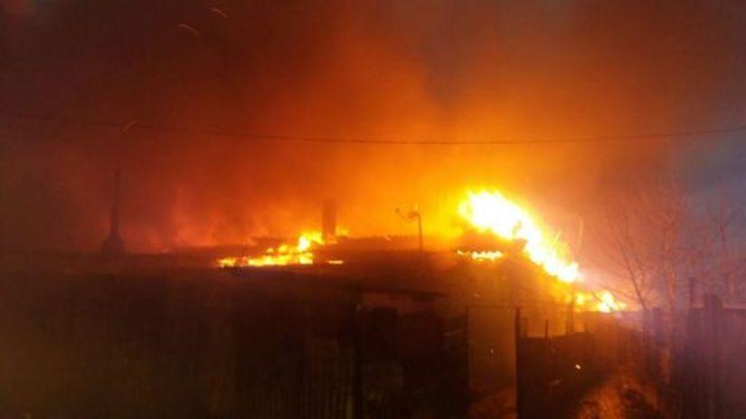 INCENDIU violent la Medgidia. Zece CASE, cuprinse de flăcări. Peste 40 de pompieri intervin