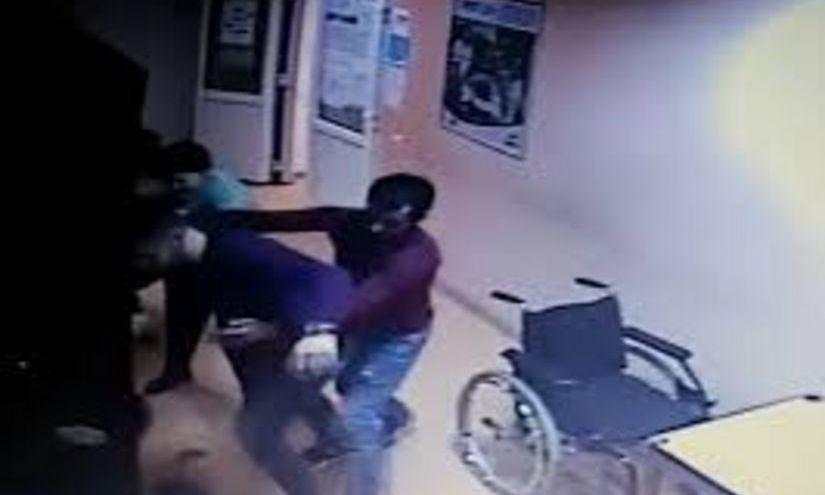 INCIDENT grav: MEDIC, bătut cu pumnii și picioarele în unitatea de primiri urgențe