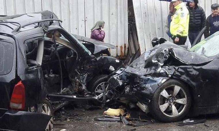 COD ROȘU de intervenție la BAIA MARE – 2 MORȚI și 9 RĂNIȚI supă ce două autoturisme s-au ciocnit frontal