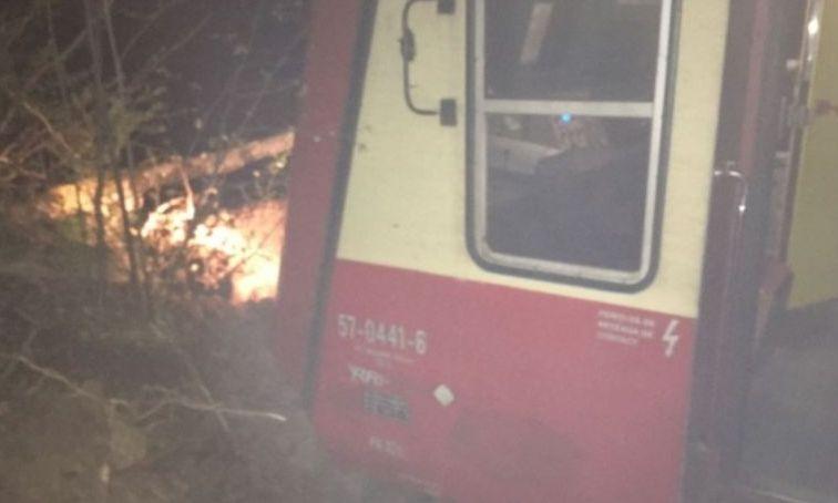Tren de călători, DERAIAT din cauza alunecărilor de teren. Traficul feroviar, blocat  în Caraş-Severin