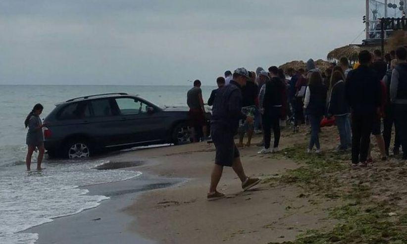 AMENDĂ uriașă pentru un individ care a intrat cu mașina pe plaja din Vama Veche
