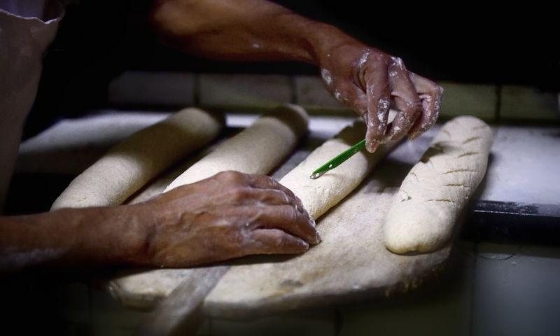 Fabrică de pâine, ÎNCHISĂ de Protecţia Consumatorilor. Ce NEREGULI au fost găsite