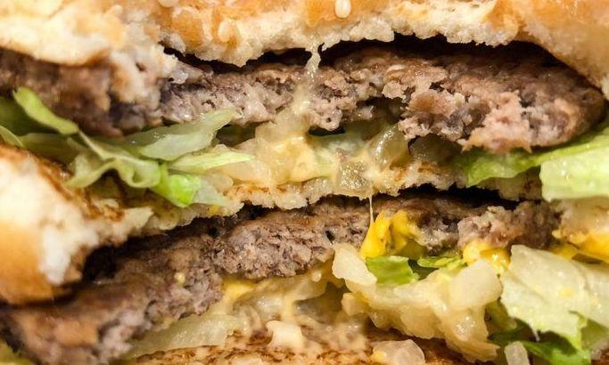 S-a descoperit ce i-a ÎMBOLNĂVIT pe cei 134 de ieșeni care au mâncat la un FAST-FOOD din oraș