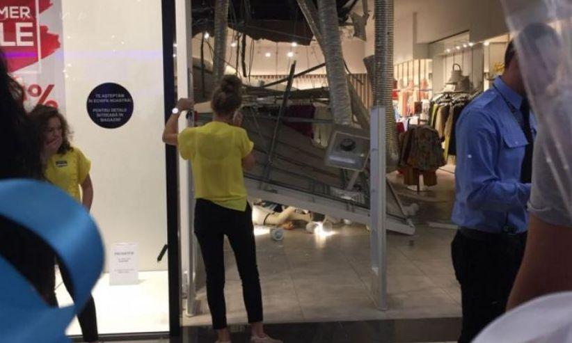 O femeie a fost RĂNITĂ după ce tavanul unui mall s-a PRĂBUȘIT
