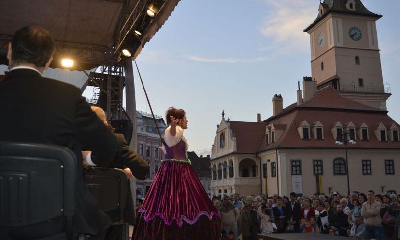 CONCERT oferit de Opera din Braşov în Piaţa Sfatului cu ocazia Sfintei Fecioare Maria