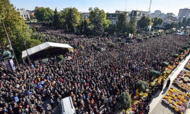 CUVIOASA PARASCHEVA: Moaşte la minut, peste 63.000 de credincioşi în 48 de ore