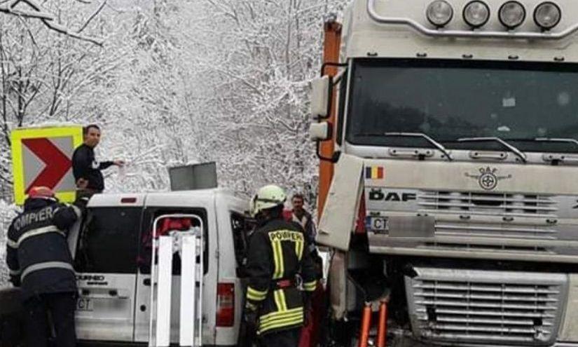 ACCIDENT grav pe DN7. Patru oameni au fost RĂNIȚI și resuscitați