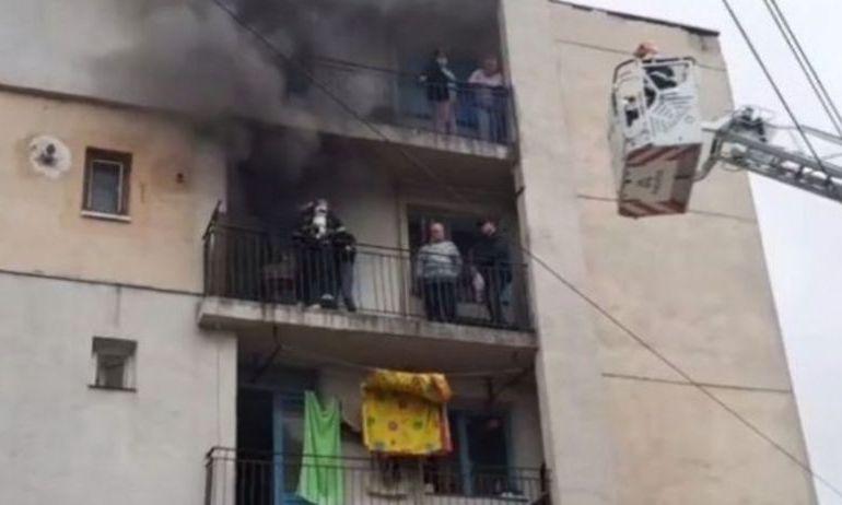 ALERTĂ la Iași: EXPLOZIE și incendiu într-un bloc de locuințe