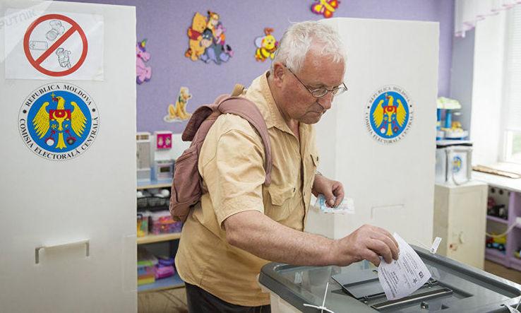 Prezenţă la urne mai slabă în alegerile legislative moldovene decât în scrutinul din 2014