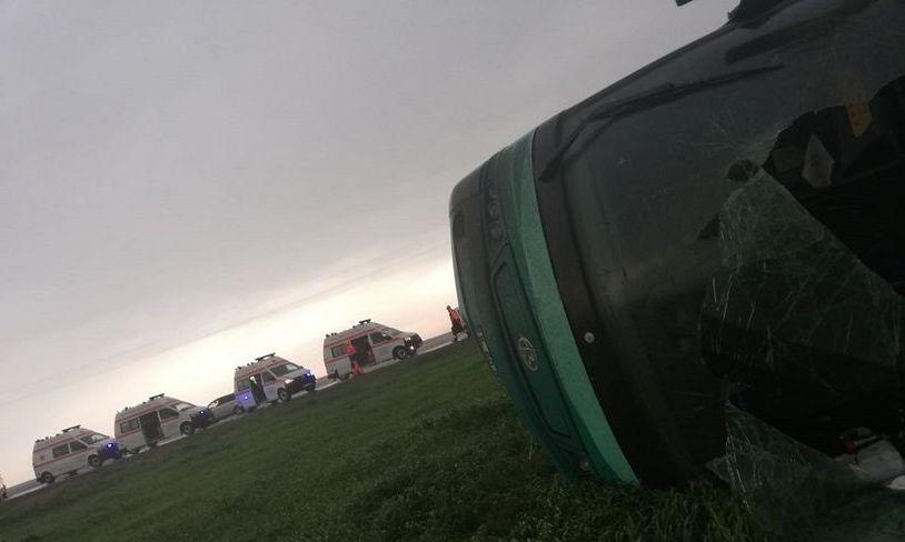 UPDATE.Un autocar cu 39 de oameni la bord s-a răsturnat în județul CĂLĂRAȘI; 12 persoane au primit îngrijiri medicale la fața locului, iar alte patru au ajuns la spital