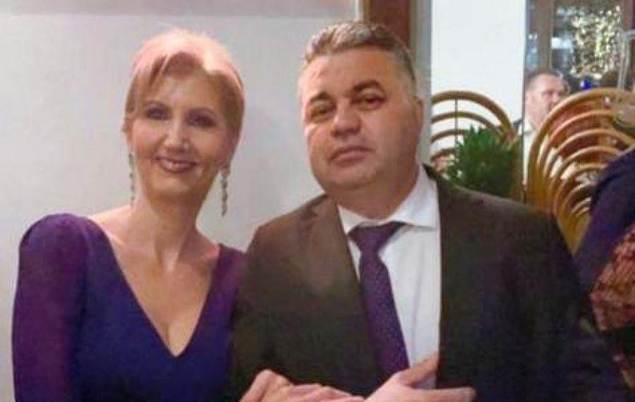 """""""Suferind"""" de mai bine de șase luni, șeful DRDP București le urează """"de bine"""" românilor, cu trabucul în mână"""