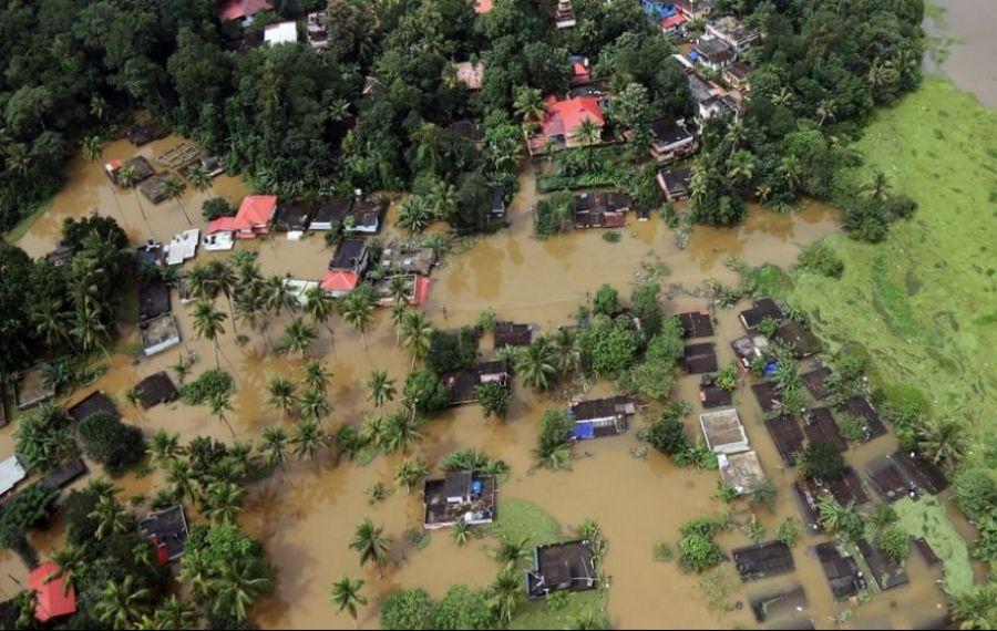 Ploile abundente continuă să producă inundații în Indonezia. Bilanțul deceselor urcă