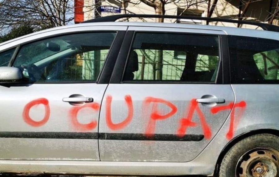 Răzbunare a elevilor la Rădăuți? Mașinile profesorilor unui liceu din localitate, vandalizate