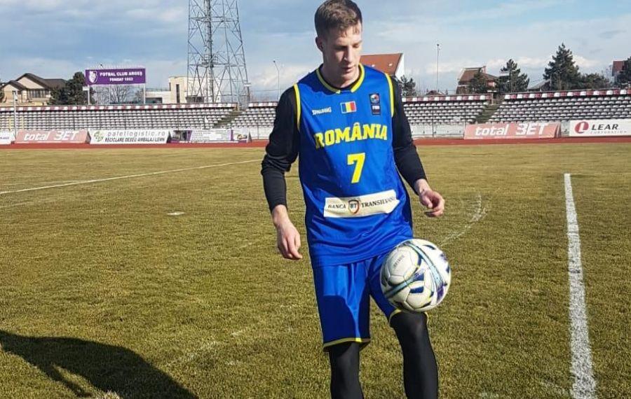 El este fotbalistul din naţionala de baschet a României!
