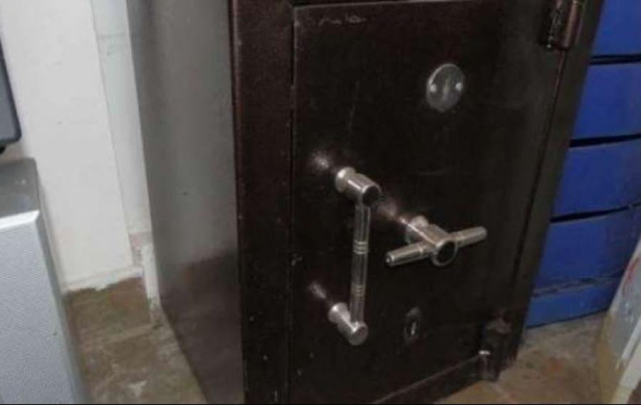 DE TOT RÂSUL: Hoții au furat seiful de la Fisc ... fără niciun ban