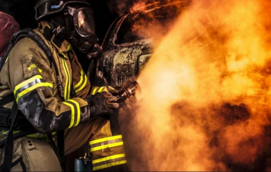 RO-ALERT. Incendiu violent în Prahova cu degajări mari de fum