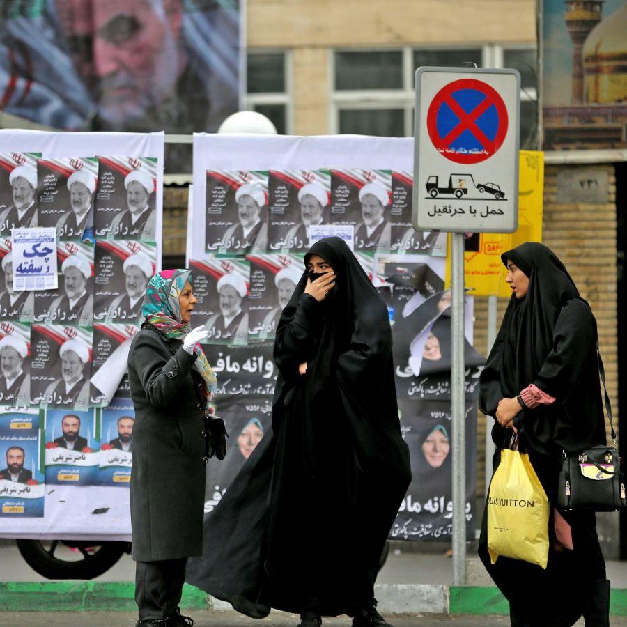 Fără strângeri de mână sau sărut: PANICĂ în Iran