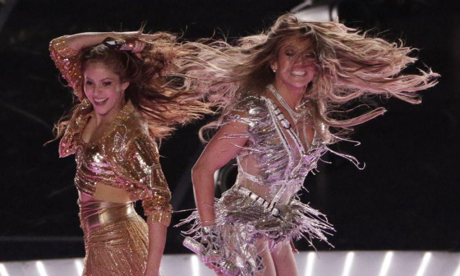 """""""Ce le învăţaţi pe fete?"""": Scandal cu Shakira și Jennifer Lopez"""