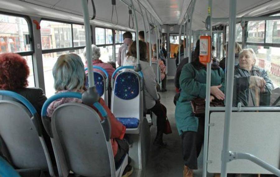 Atenționare pentru pensionarii din Giurgiu: evitați mijloacele de transport între orele 7 și 13. Există și sancțiuni: anularea legitimațiilor de călătorie gratuită