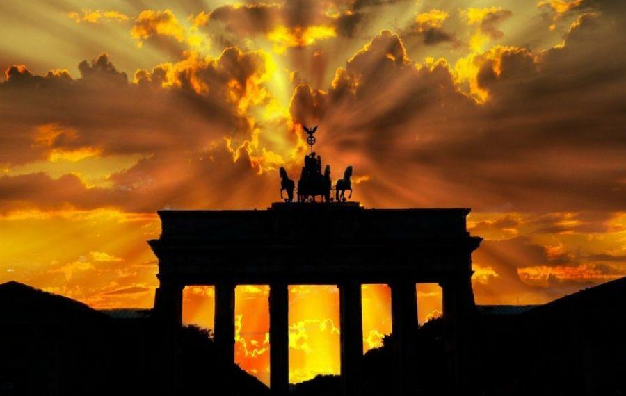 GERMANIA deblochează economia, după COVID-19. Se redeschid școlile și magazinele, giganții auto reiau producţia