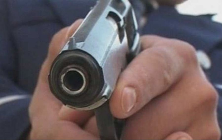 """Scandal """"stins"""" cu focuri de armă, pe o stradă din Bolintin Vale"""