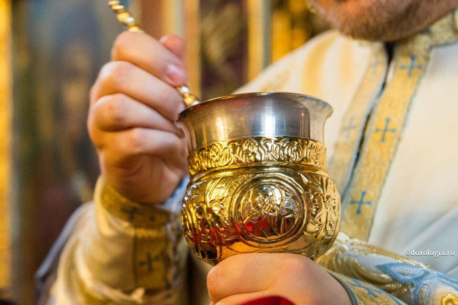 Biserica Ortodoxă Română amână administrarea Sfintei Împărtășanii