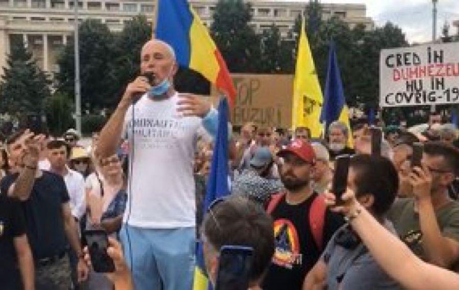PROTEST în Piața Victoriei împotriva Legii carantinei. Poliția dă amenzi