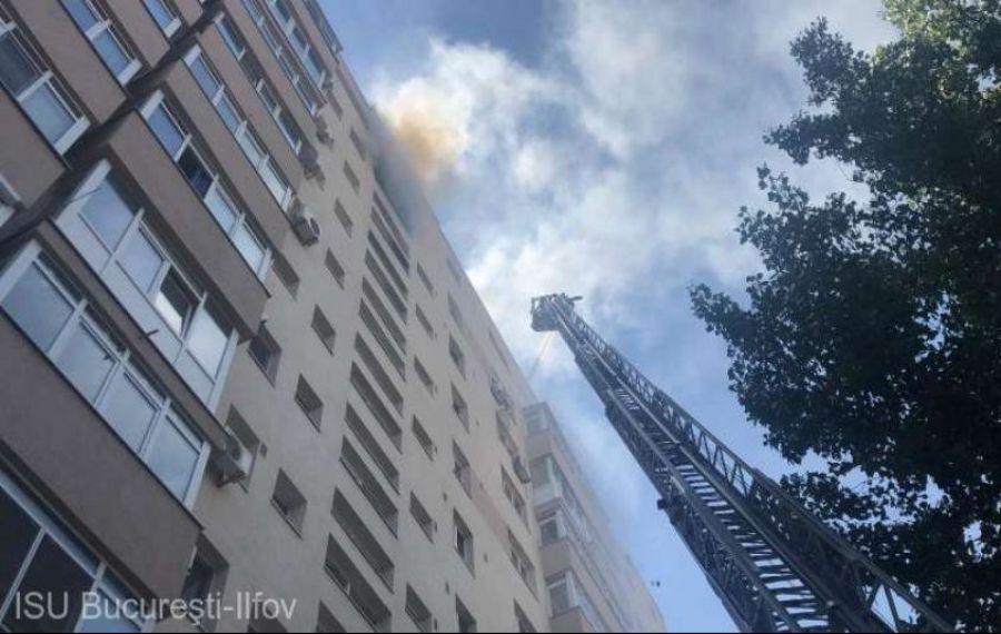 INCENDIU puternic într-un bloc din Capitală. Pompierii au intervenit de urgență