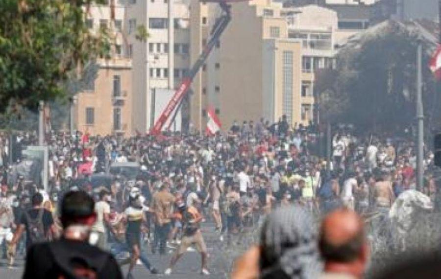 PROTESTE fără precedent în Beirut după explozia care a ucis 158 de oameni
