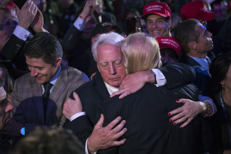 FRATELE mai mic al președintelui SUA, în stare gravă