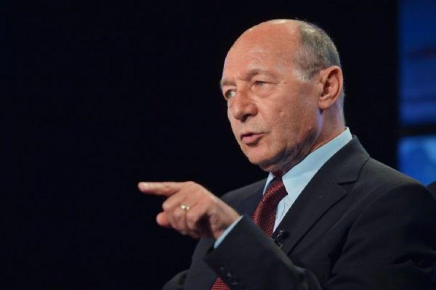 Traian Băsescu, atac dur la adresa Guvernului: Nu este posibil ca Guvernul să nu asigure măști pentru copii