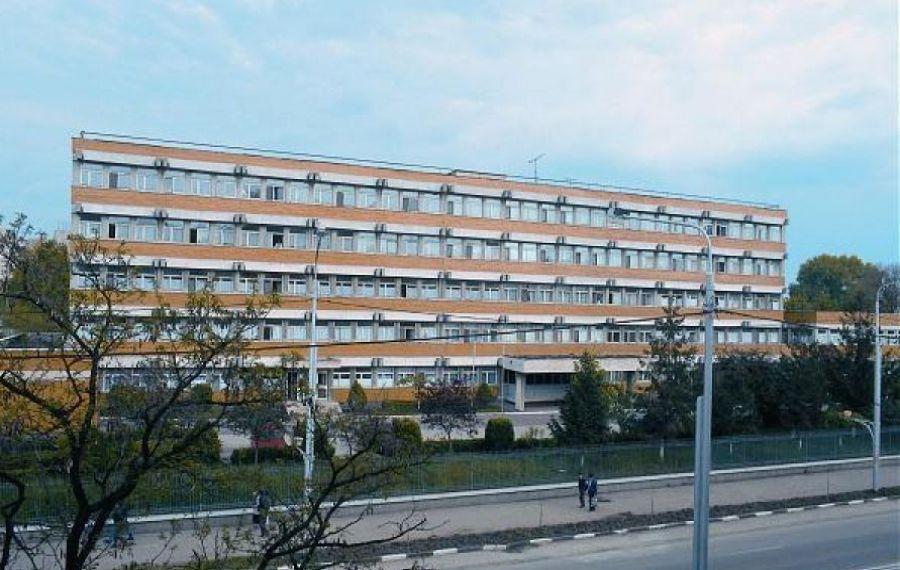 O infirmieră internată cu COVID a plecat din spital pentru a merge la slujbă la BISERICĂ