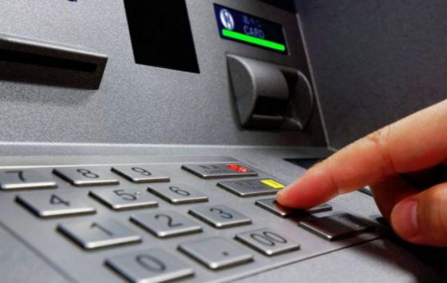 Două bancomate au fost aruncate în aer la parterul unui bloc din Otopeni