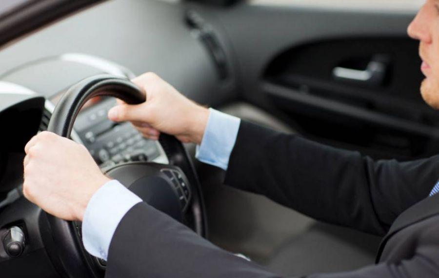 De teama CORONAVIRUSULUI aproape 70% dintre ROMÂNI preferă mașina personală ca mijloc de transport