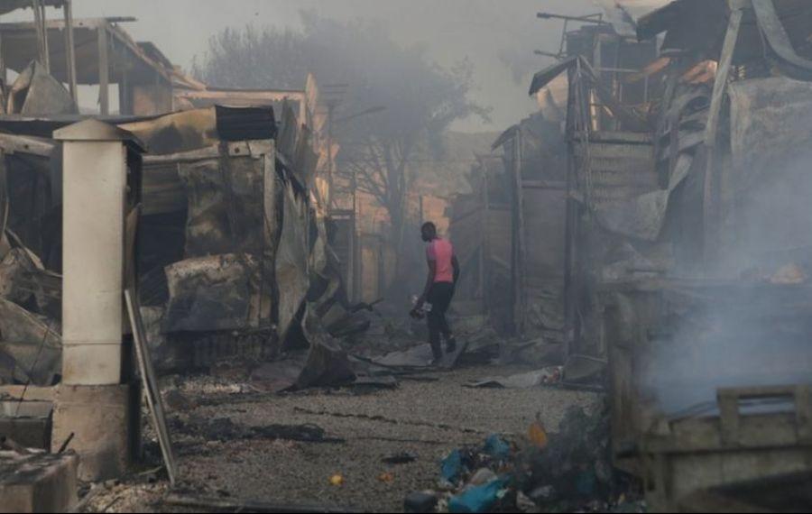Un incendiu teribil a distrus cea mai mare tabără de migranți din Grecia. Mii de persoane au fost evacuate