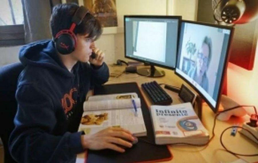 Premierul Orban cere inspectoratelor școlare să aibă CAMERE web în clase
