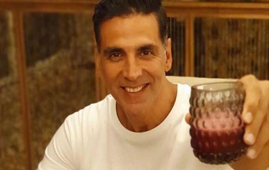 Un star de la Bollywood spune că a descoperit LEACUL anti-COVID: urina de vacă