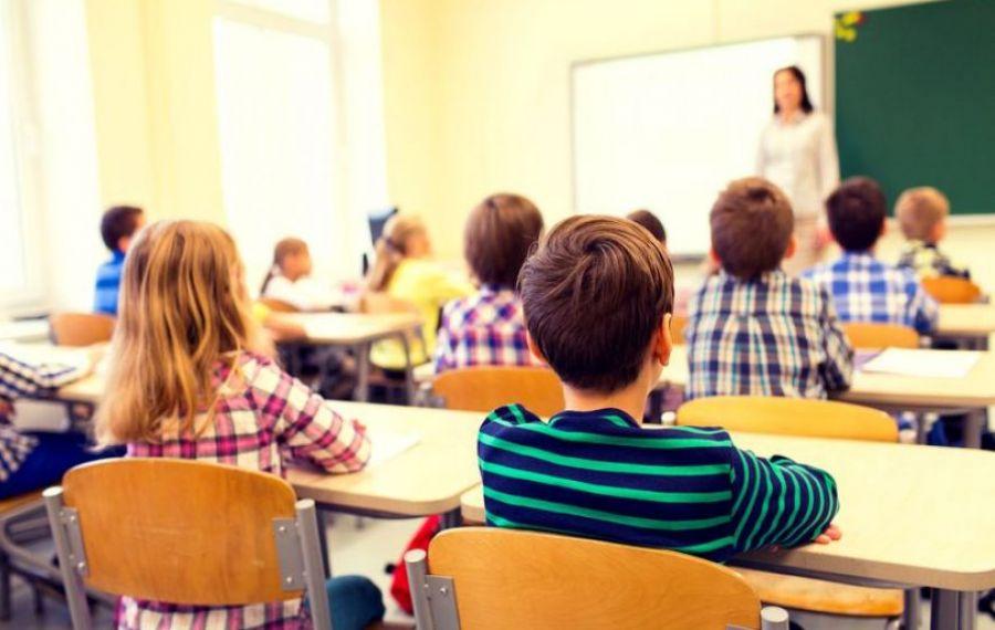 Prima zi de școală, primele cazuri de COVID-19 în școli. Situații inedite în învățământ
