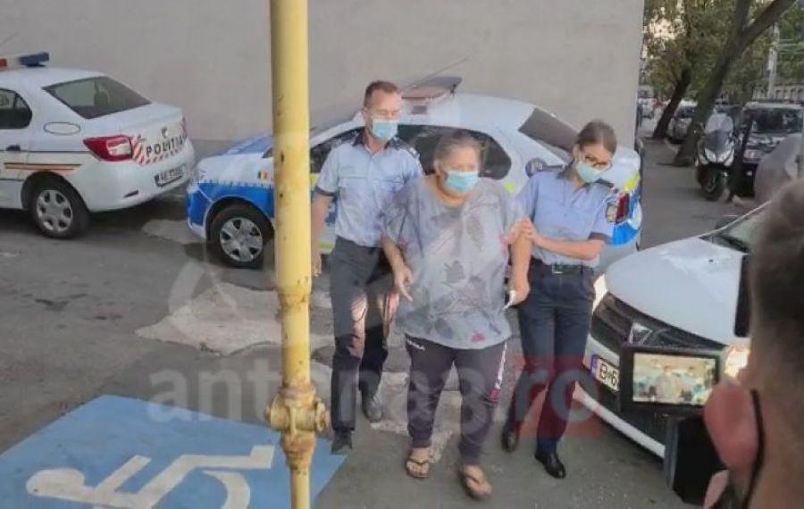 DECIZIE de ultimă oră a Poliției în cazul femeii care filma în timp ce-și TORTURA fetița